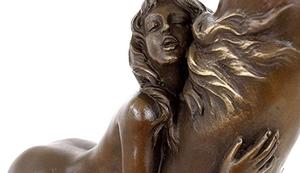Schicke Bronzefigur