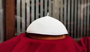 Kopfbedeckung von Papst Franziskus