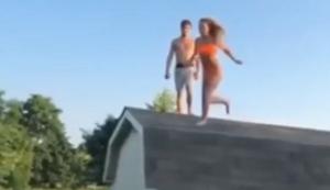 Vom Dach übers Trampolin in den Pool