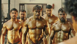 Bodybuilder-Kampfszene in Bollywood