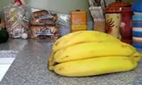 Wie man eine Banane richtig schält!