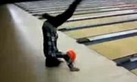 Bowling auf dem Kopf