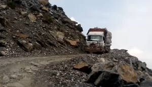 Felsen abtransportieren