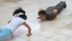 10 j�hrige gegen Soldat