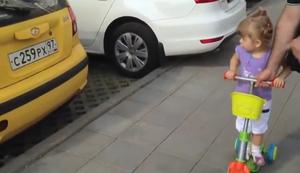 2-J�hrige Autokennerin