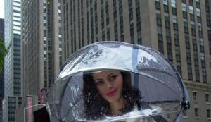 Nubrella - der etwas andere Regenschirm