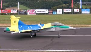 Riesiger Model-Jet bei seinem letzten Flug