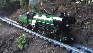 Lego-Zugrundfahrt