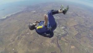 Ohnm�chtig beim Fallschirmsprung