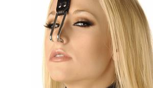 Nasenhaken mit Lederband