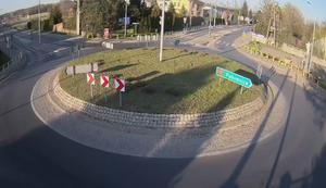 Mit Vollgas durch den Kreisverkehr