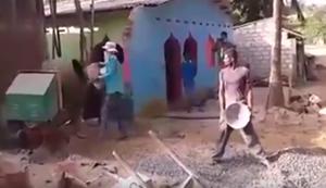 Teamwork am Betonmischer