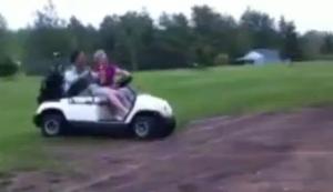 Mit dem Golfcart übern Hügel