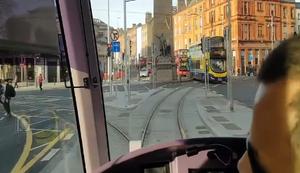 Strassenbahn vs Fussgängerin