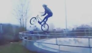 BMX Sprung mit harter Landung