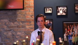 Starker Auftritt in einer Karaoke Bar