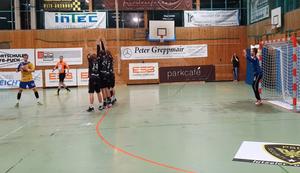 Kuriose Szene beim Handball