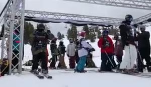 Lässiger Start beim Skifahren