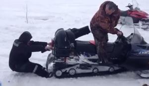 Wenn gro�e Kinder im Schnee spielen