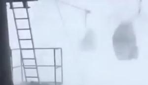 Heftiger Schneesturm vs Seilbahn