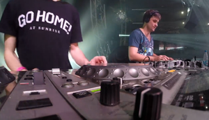 Ein DJ bei der Arbeit