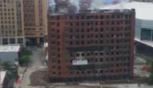 Kunstvolle Gebäudesprengung