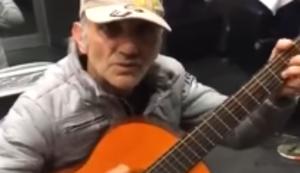 Glorreicher Halunke mit Gitarre