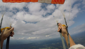 Knappe Sache beim Fallschirmsprung