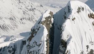 Krasse Ski-Abfahrt