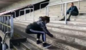 Treppe hoch springen