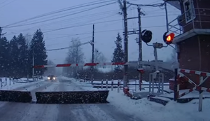 Gefährlicher Bahnübergang in Russland