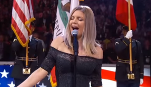 Fergie tr�llert die US-Nationalhymne