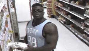 Bodybuilder Blessing Awodibu beim einkaufen