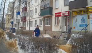 Riesengl�ck beim Schneeschippen