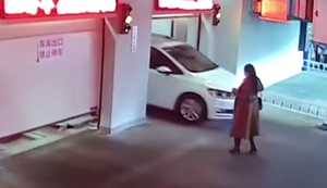 Im automatischen Parkhaus verlaufen