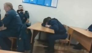 Schlafender Feuerwehrmann