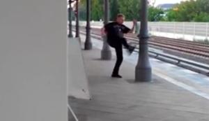 Irrer verkloppt Säule in Berlin