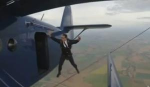 Wenn der Pilot aus dem Flugzeug springt
