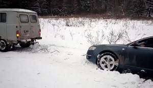 Auto aus dem Schnee ziehen
