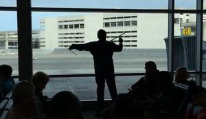 Fensterputzer am Flughafen