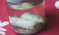 Zwei Finger im Glas