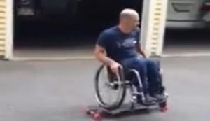 Skater im Rollstuhl
