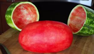 Wie man eine Wassermelone sch�lt