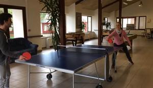 Beim Tischtennis mitspielen