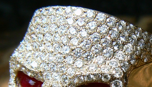 Außergewöhnlicher Ring mit 227 Brillanten