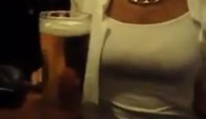 Ein Bier f�r die junge Dame!