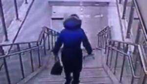 Z�gig die Treppe runter rennen