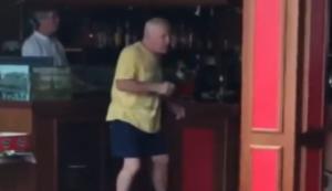 Mit Opa in der Karaoke Bar