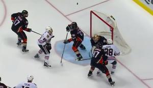Kopfpucktor beim Eishockey