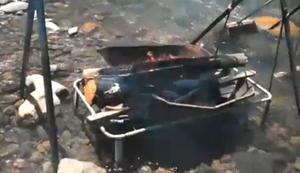 Grillen am Fluss